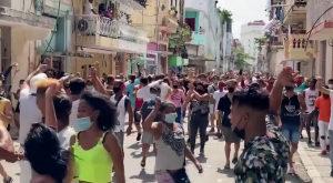 """Biden pide a Cuba que """"escuche a su gente y atienda sus necesidades"""""""